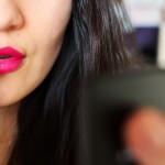 Zalety i wady urządzania niezbędnego dla większości kobiet – prostownicy do włosów