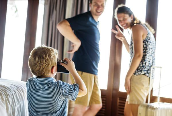 rodzina w hotelu